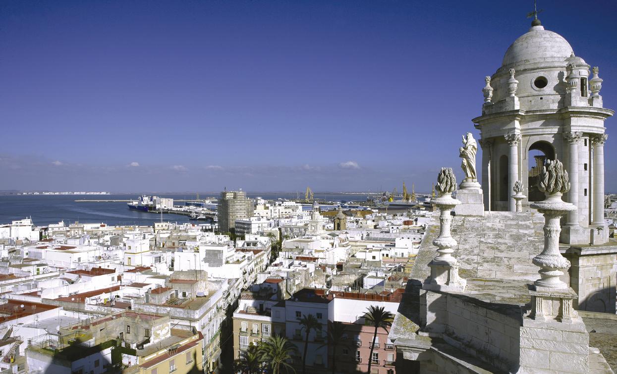 Turismo ayuntamiento de c diz skyline catedral for Oficina de turismo en cadiz