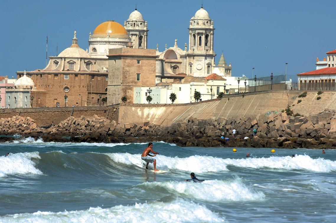 Turismo ayuntamiento de c diz surf playa de santa for Oficina de turismo en cadiz