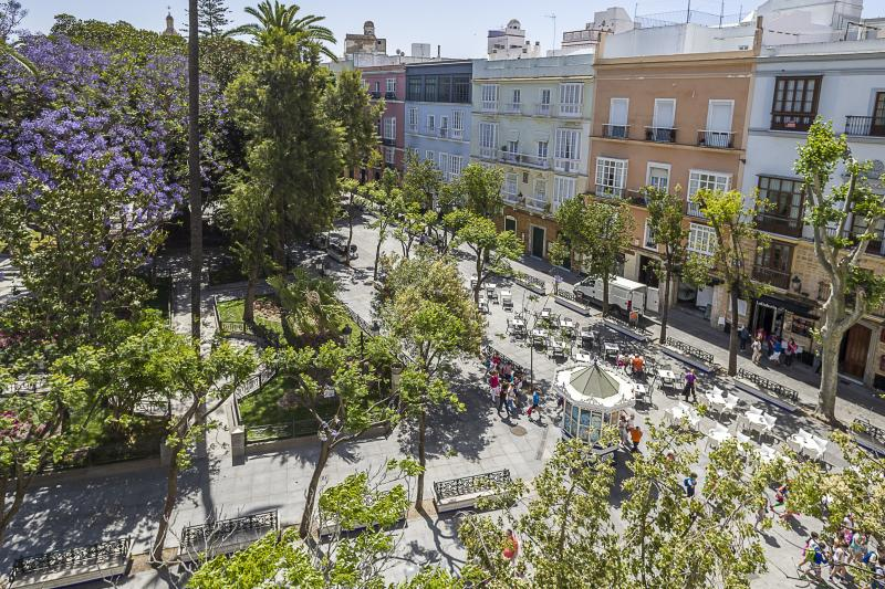 http://turismo.cadiz.es/sites/default/files/styles/ancho-800/public/rutas-y-visitas/Plaza%20de%20Mina%20%2812%29.jpg?itok=_qz00oVb